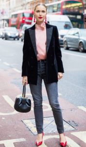 dark blazer with pink blouse and skinny jeans