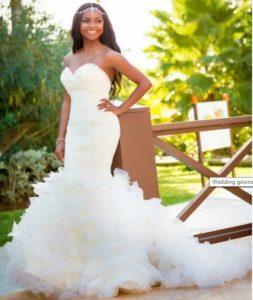 sleeveless train tail wedding gown