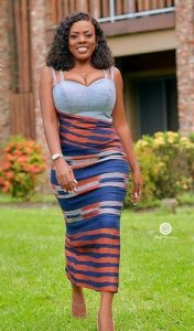 fashionable combination of kente fabrics with a plain material - africavarsities