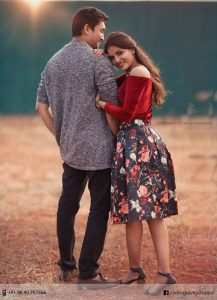you both can pose in western outfit while the lady leans on the man's shoulder - shopzters