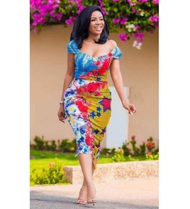 cute short ankara gown style for beautiful, curvy ladies, short sleeve