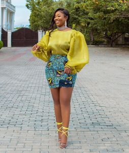 classy ladies ankara short skirt with puff-sleeved blouse style