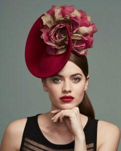 stylish fascinator headpiece style for young ladies
