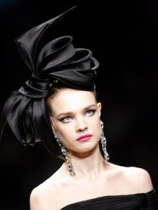 simple but cute fascinator headpiece style for carnival