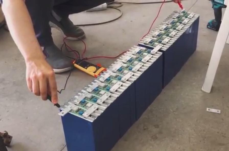 Assembling the 72v battery set for final balancing